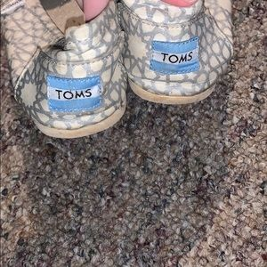 Toms slippers lightly worn